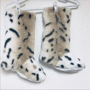 Tall animal print cream brown spotted slippers 7.5
